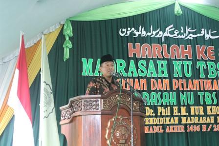 Prof. Dr. Phil. M. Nur Kholis Setiawan, MA mengisi acara sarasehan