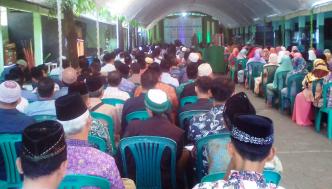 Wali murid  menghadapi silaturahmi dengan pihak madrasah, belum lama ini.
