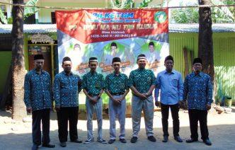 Anggota KPU Kudus, Syafiq Ainurridlo, foto bersama KH. Nur Khamim Lc Pg.D, Ali Mahsun S.Pd, Izzul Ma'ali S.Pd dan tiga calon ketua PP usai orasi dan pengarahan.