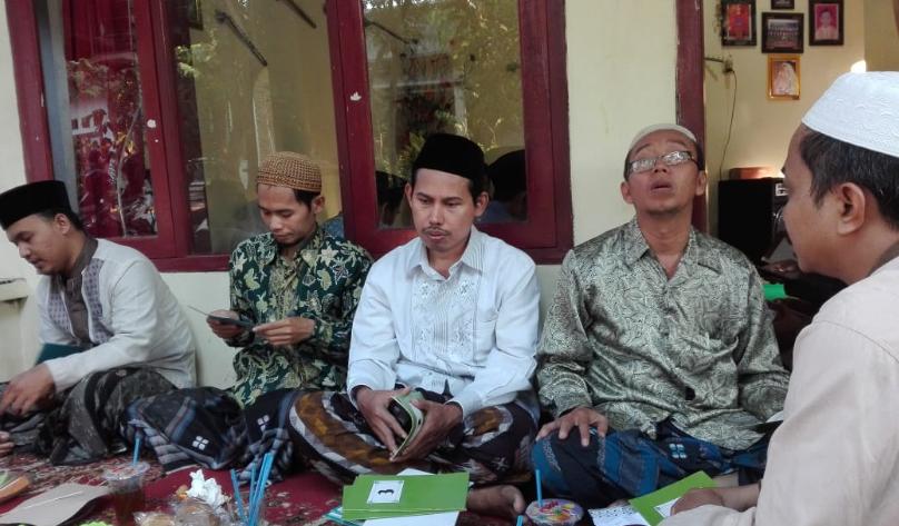 Sejumlah guru hadir dalam FSBK di kediaman Kiai Izzul Ma'ali, baru-baru ini.